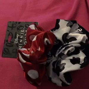 Disney Minnie mouse polkadot scrunchie set